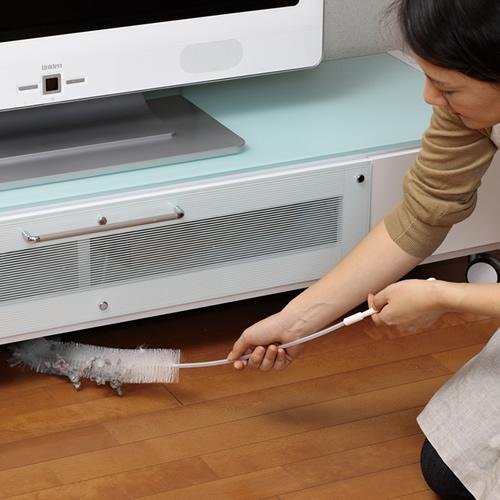 ホコリの溜まりやすいテレビ台の下もラクラクお掃除できます