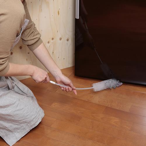 冷蔵庫の下のホコリも取れます